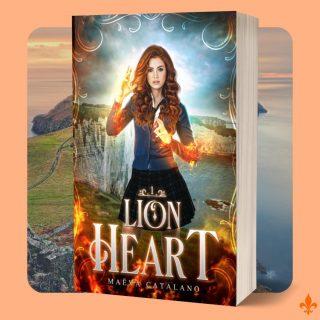 """Cover reveal ! 📖  Voici enfin la (nouvelle) couverture de Lionheart, réalisée par la très talentueuse Marie alias @eunkyungart ! 🧡  Je suis complètement amoureuse de cette nouvelle édition, et je suis très fière de vous donner la date de (re)sortie officielle de ce tome 1 : le 1er août 2021 !🎉  🛒 Vous pouvez précommander le livre en numérique et papier sur Amazon (lien dans la bio)  Résumé de ce premier tome :  """"Les monstres ne sont pas toujours ceux que l'on croit...  Angel Coeur de Lion est une adolescente presque comme les autres. Au souhait de ses parents, elle a toujours vécu à l'écart des créatures surnaturelles. Pourtant, ils peuplent son monde. À la rentrée, la jeune fille à la crinière de feu se retrouve propulsée dans un établissement où elle ne peut leur échapper. Difficile de s'intégrer dans un lycée magique lorsqu'on a grandi parmi les humains…  Angel fait la connaissance de diverses créatures très éloignées des monstres de son enfance. Elle devra faire face aux sirènes, elfes, métamorphes et autres succubes. Il se pourrait même que cet horripilant vampire, Nael Luckin, lui fasse découvrir un monde féerique. C'est ainsi qu'elle apprendra que sa tache de naissance en forme de fleur de lys cache peut-être plus que d'étranges rêves… mais bel et bien un lourd secret de famille !""""  🤗J'ai hâte de pouvoir (re)partager ce premier tome avec vous. Il est à 0.99 euros en précommande jusqu'au jour de la sortie !  #coverreveal #datedesortie #annonce #prochainement #maevacatalano #lionheart #angelheart #couverture #instalivres #instalivre #livrestagram  #roman #lectrice #instalecture #lectureaddict #livraddict #youngadult #romanjeunesse #romanfantastique #magie #vampire #sirène #elfe #YA #sorciers #autoédition #autoédité #autrice #auteur #auteurindépendant"""