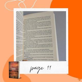 La Page 99 📖  J'ai vu passer le challenge sur bookstagram alors je me suis dit pourquoi pas... Pour rappel, le test de la page 99, c'est une méthode inventée par Ford Madox Ford (sympa le nom ?) pour évaluer l'intérêt d'un manuscrit. Heureusement, on ne s'arrête pas là, mais j'ai trouvé l'exercice drôle ! 🤗  7️⃣ Du coup, je vous laisse avec la page 99 de SEVEN : les héritiers et plus particulièrement, avec Wyatt et Dakota...   Vous l'avez lu ?😘  #page99 #testpage99 #maevacatalano #maevaecrit #seven #sevenleshéritiers #dystopie #dystopia #sf  #roman #autrice #auteur #auteure #ecrivain #writing #livre #bookstagram #bookstagramfrance #ecriture #livrestagram #viedauteur #ecrireunroman #instalivres